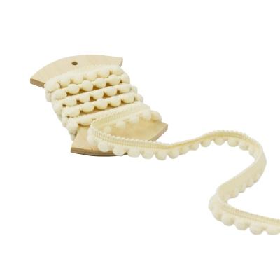 фото тесьма с помпонами, цвет айвори,  1м